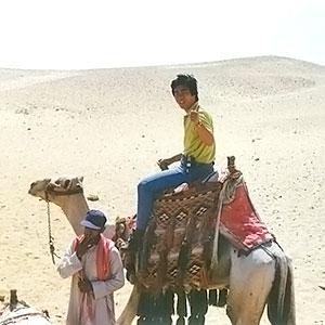 「はるばると世界旅」エジプトロケのひとコマ